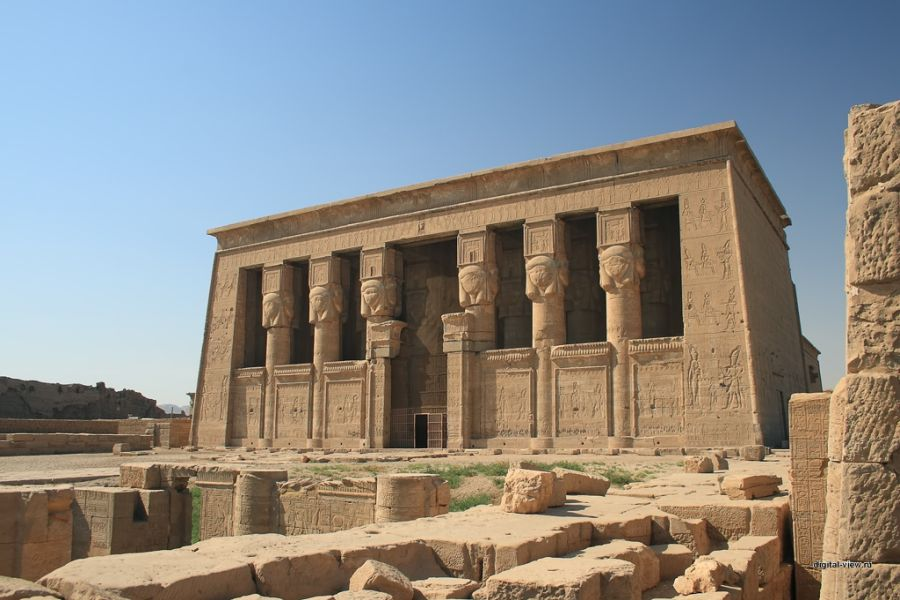 Храм Хатхор в Дендере фото