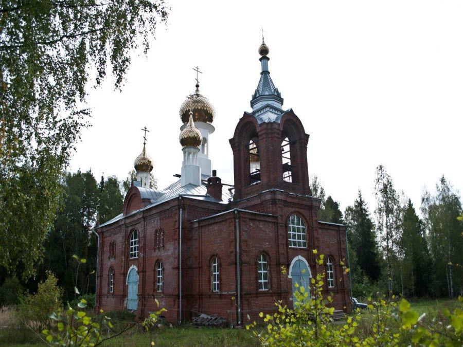 Фото красивой церкви в Ивановской области