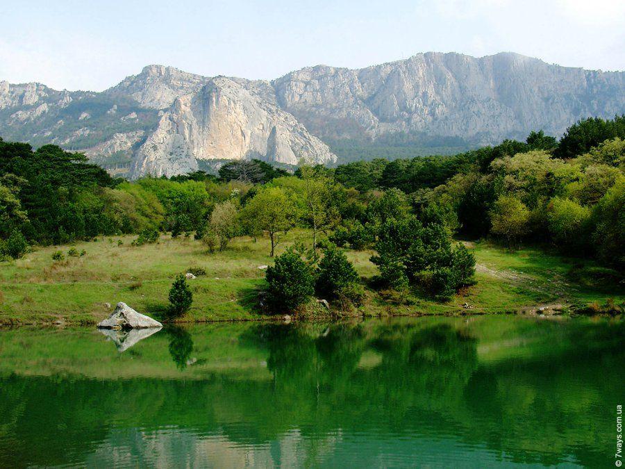 Изумрудное озеро в Крыму фото