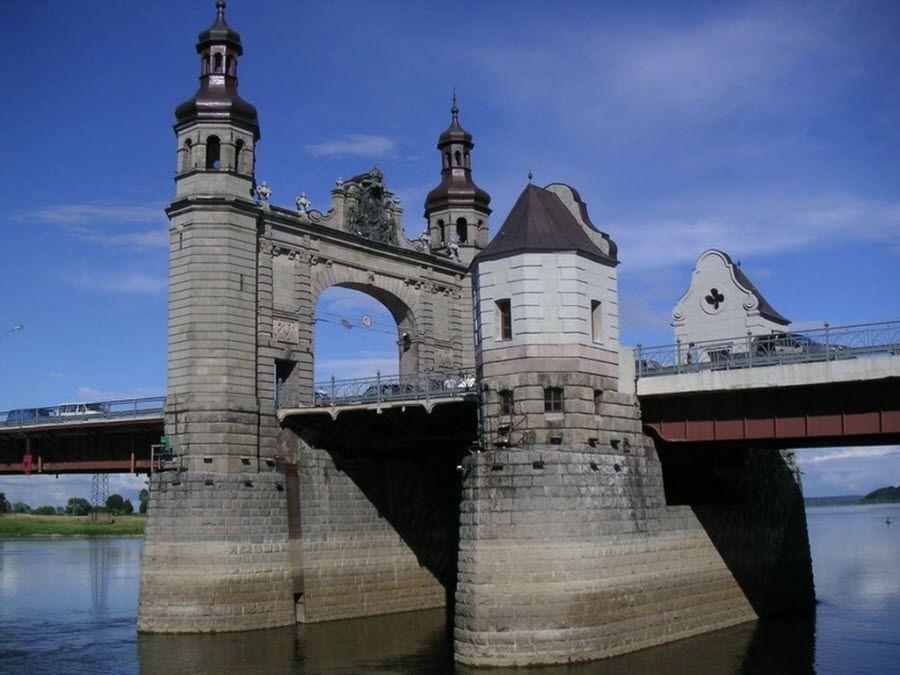 Старинный мост в Калининградской области фото
