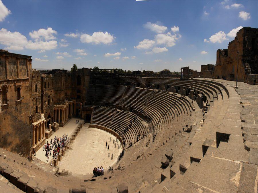Фото потрясающих руин Римского Театра в городе Босра