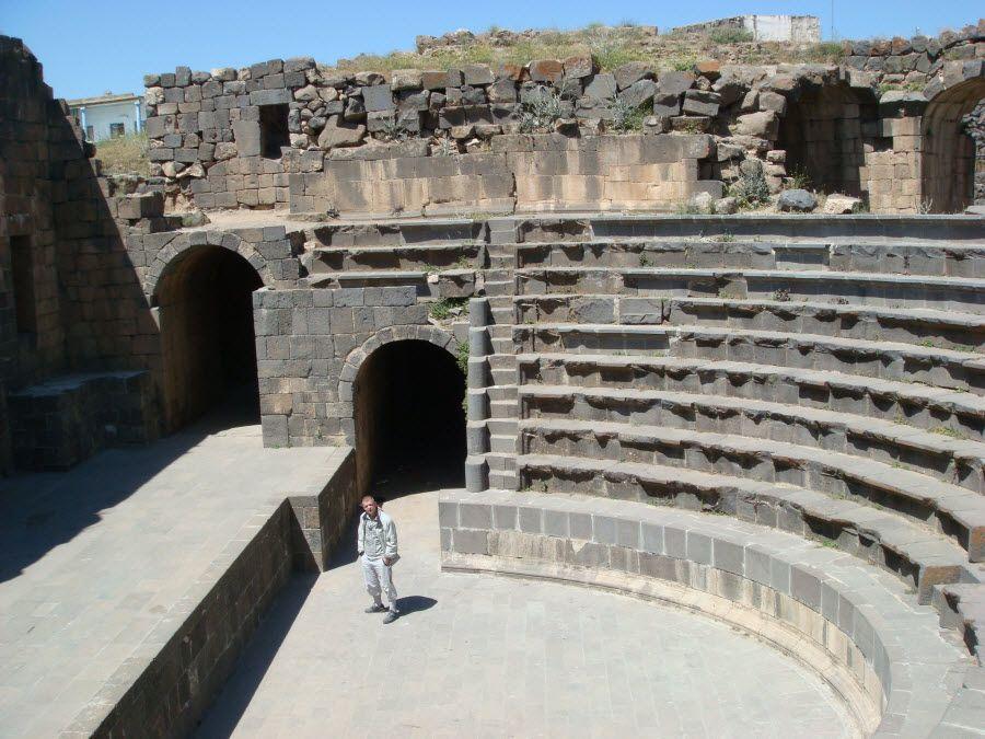 Фото руины театра в городе Шахба Хаурона