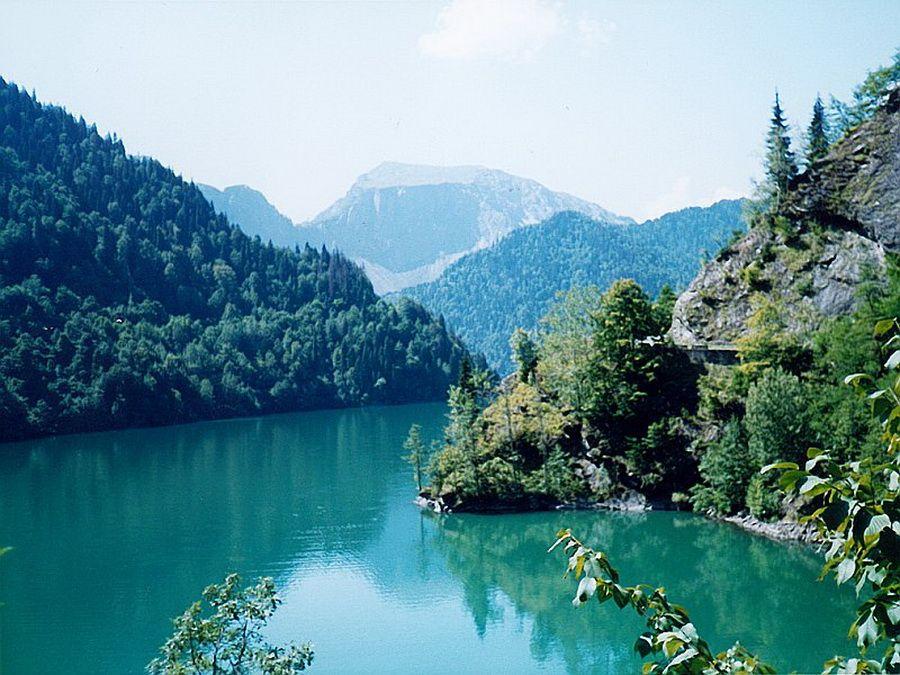Фото горного озера Рица в Абхазии