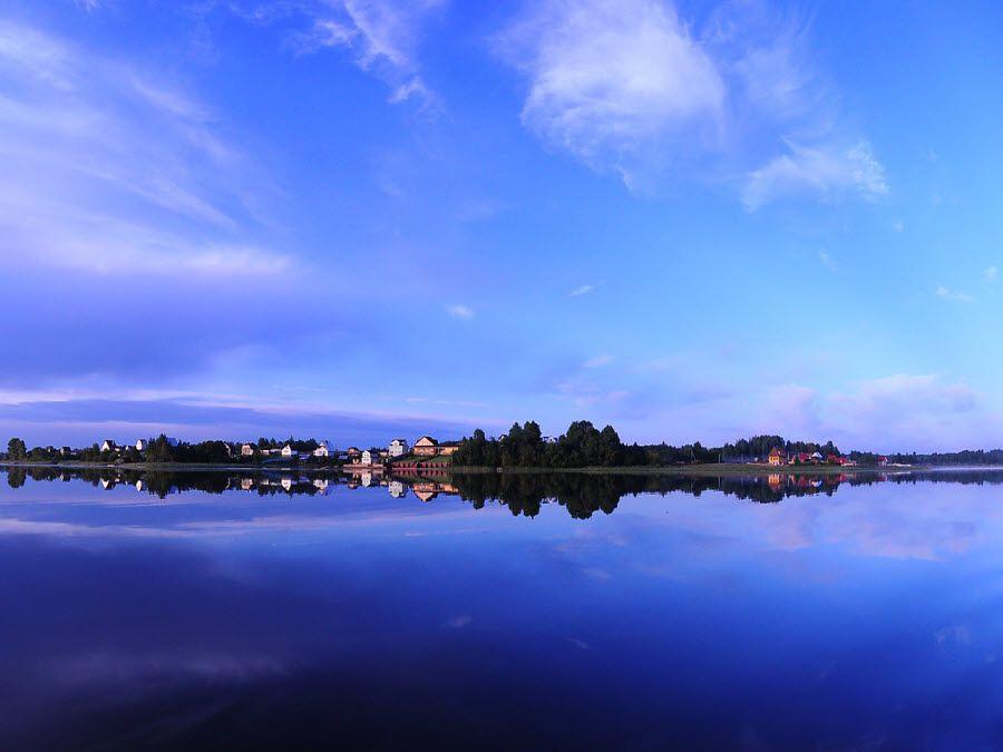 Панорама красивого озера Селигер фото