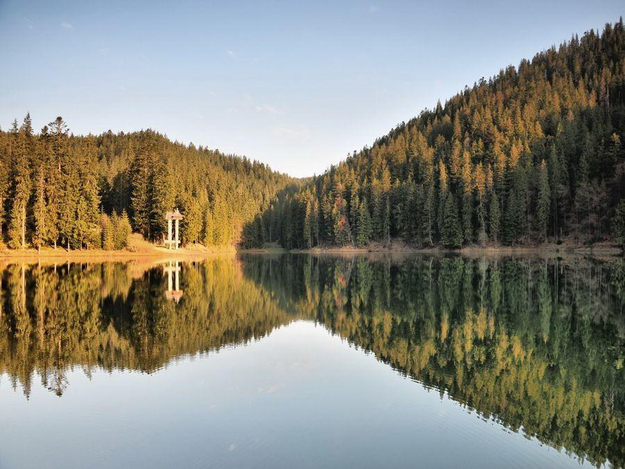 Озеро Синевир на закате фотография