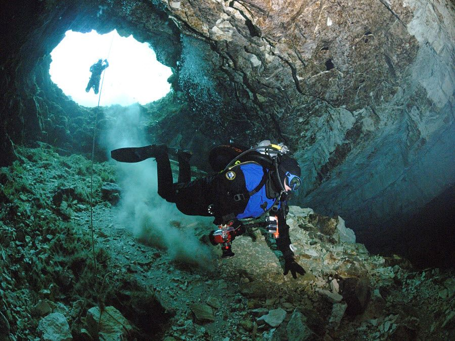Подводная пещера Вадского озера фото