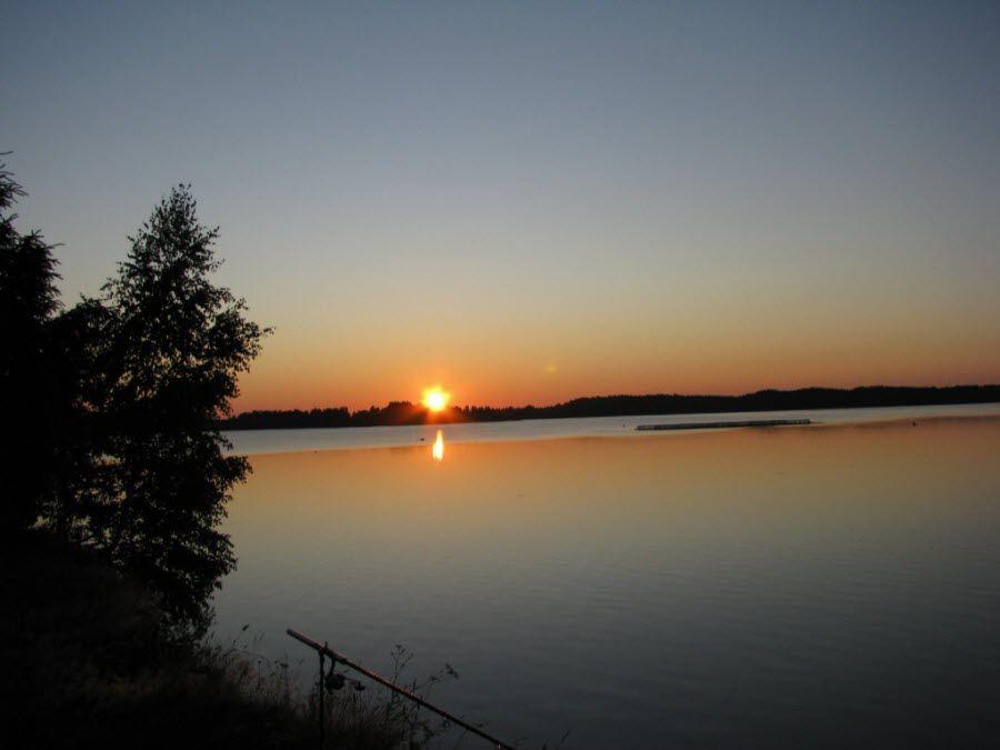 Вид вечером на озеро Велье фото