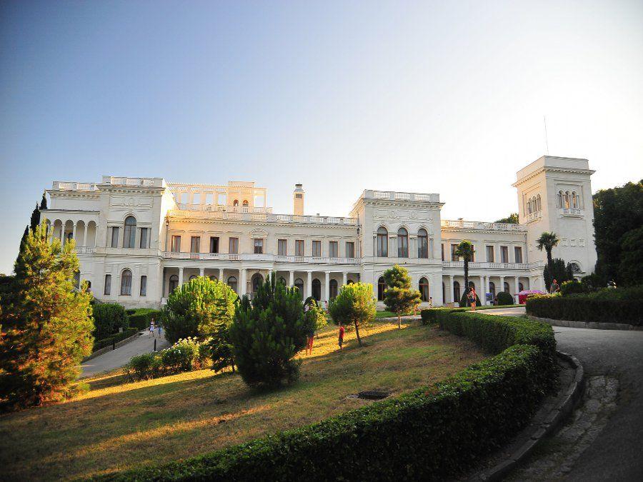 Ливадийский дворец в Крыму фото