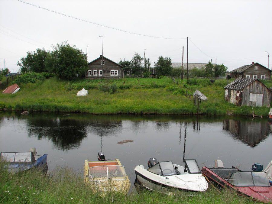 Вид на реку Вирма из поселка Ловозеро фото