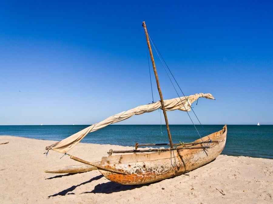 Фото каноэ на берегу Махадзанга