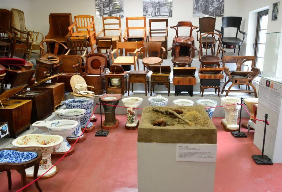 Музей исторических ночных горшков и туалетов фото