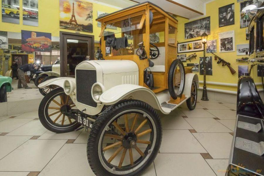 Музей ретро-автомобилей фото