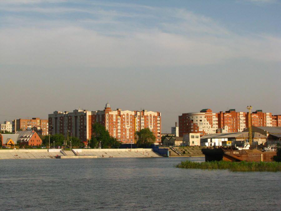 Фото вид на Омск с берега реки Иртыш