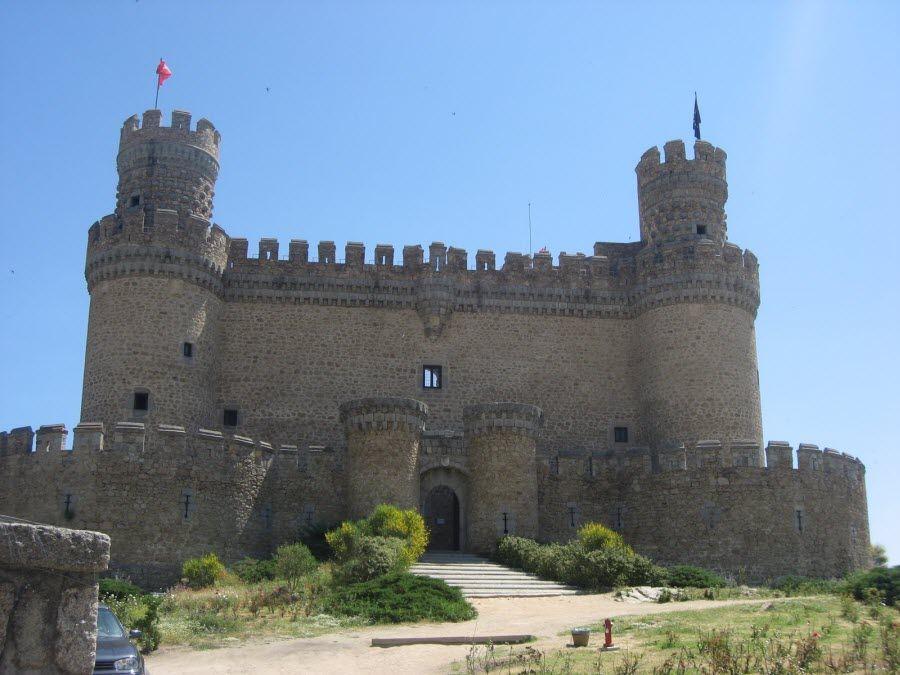 Фото древнего замка на территории Оша