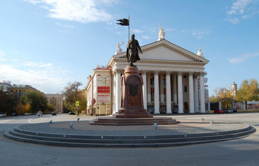 Памятник Александру Невскому фото