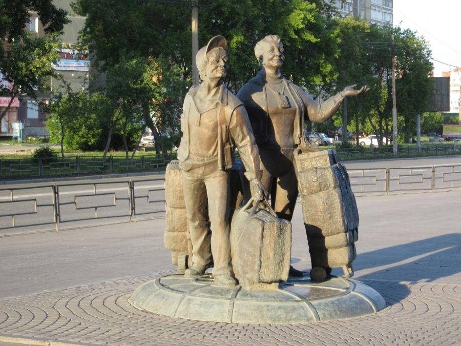 Памятник челнокам фото