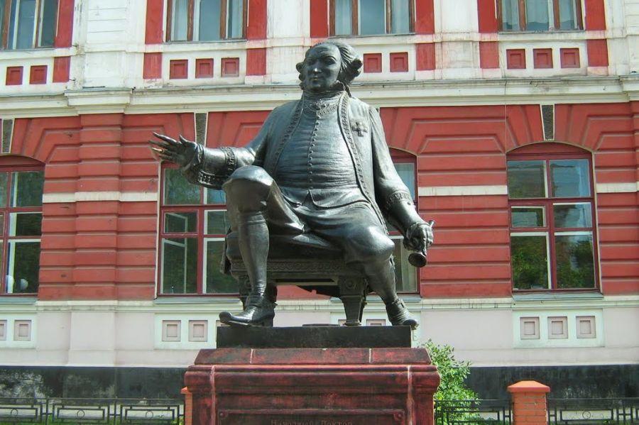 Памятник доктору Гралю фото