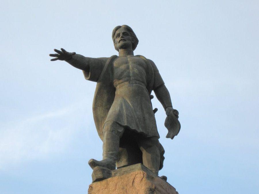 Памятник воеводе Андрею Дубенскому фото