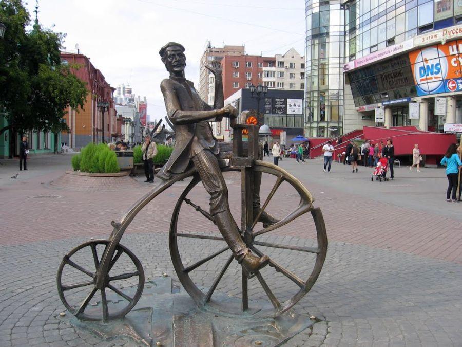 Памятник Ефиму Артамонову фото