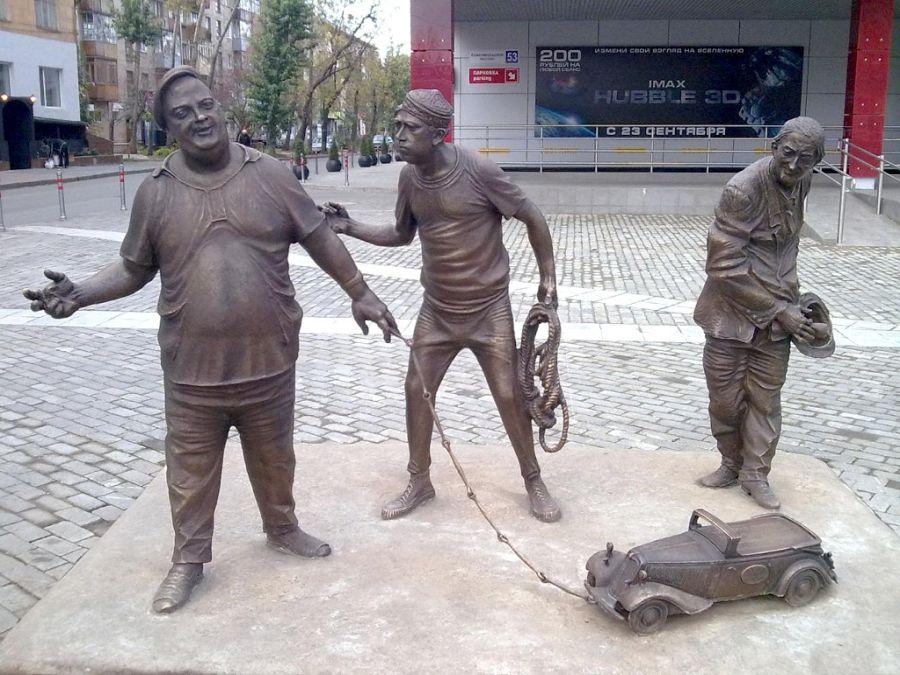 Памятник Гайдаевской тройке фото