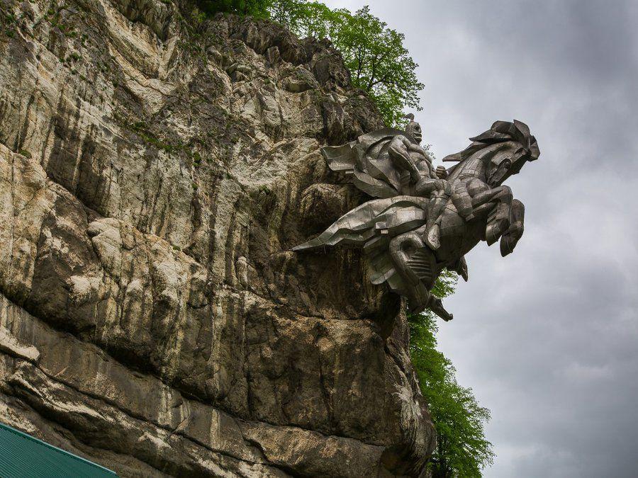 Памятник Георгию Победоносцу фото