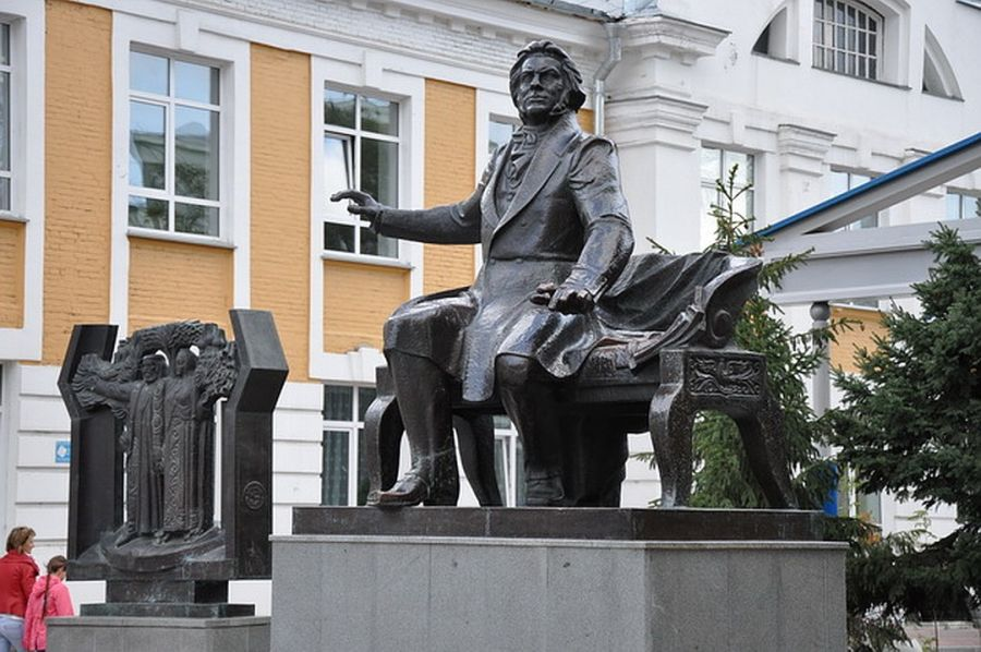 Памятник М. И. Глинке фото