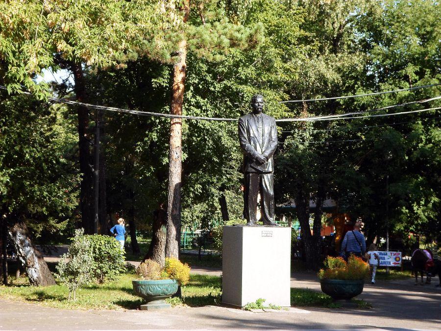 Памятник Горькому фото