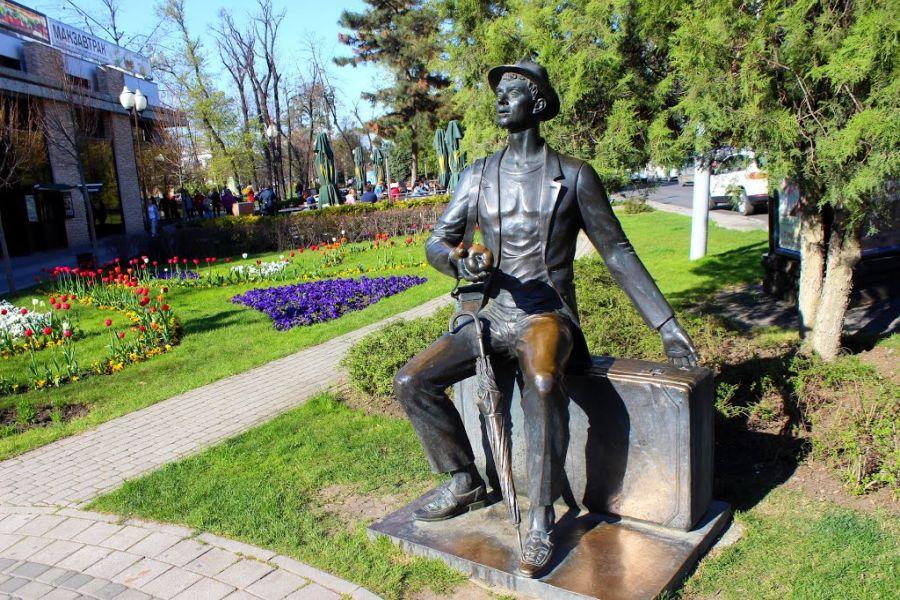 Памятник Гость фото