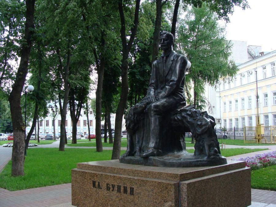 Памятник Ивану Бунину фото