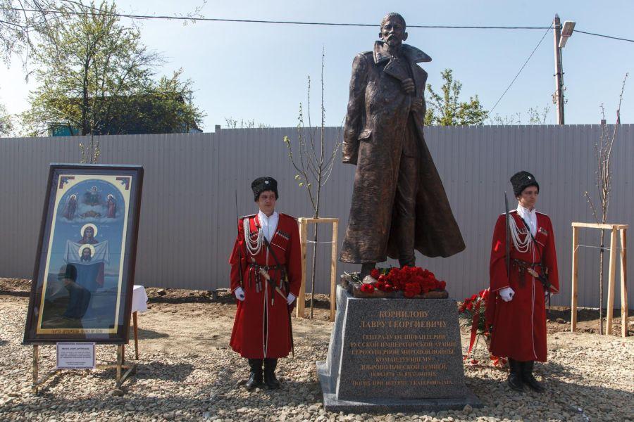 Памятник генералу Лавру Корнилову фото