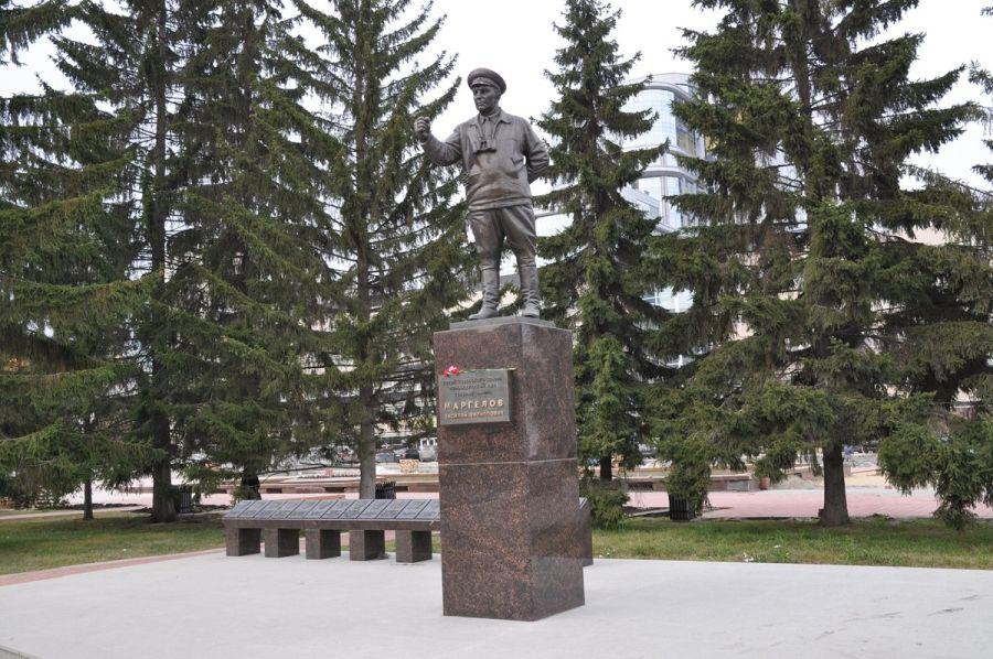 Памятник Маргелову фото