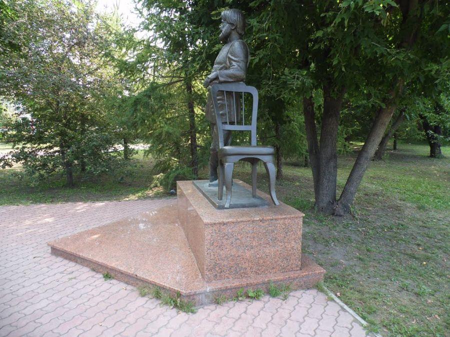 Памятник мебельщику фото