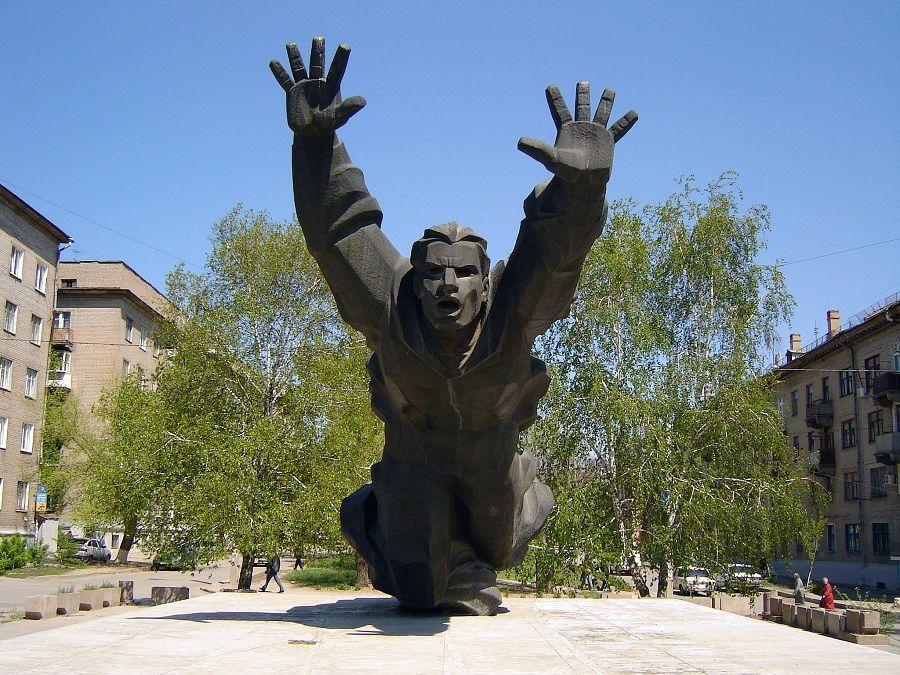 Памятник Михаилу Паникахе фото