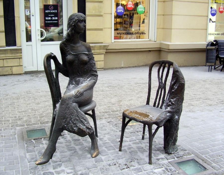 Памятник Незнакомке фото