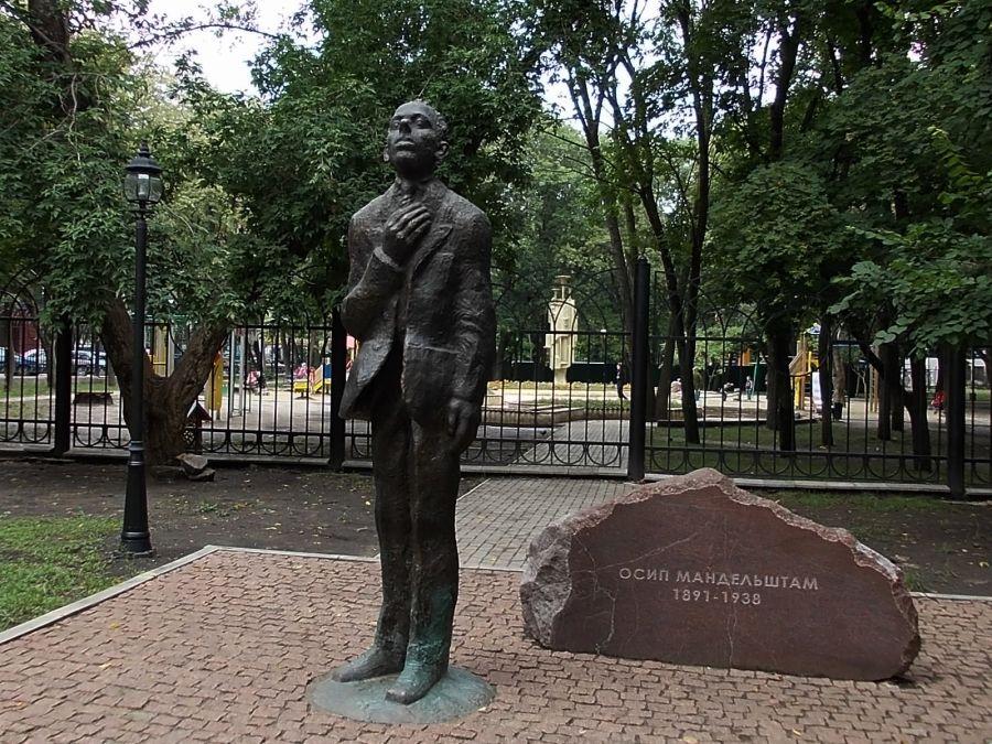 Памятник Осипу Мандельштаму фото