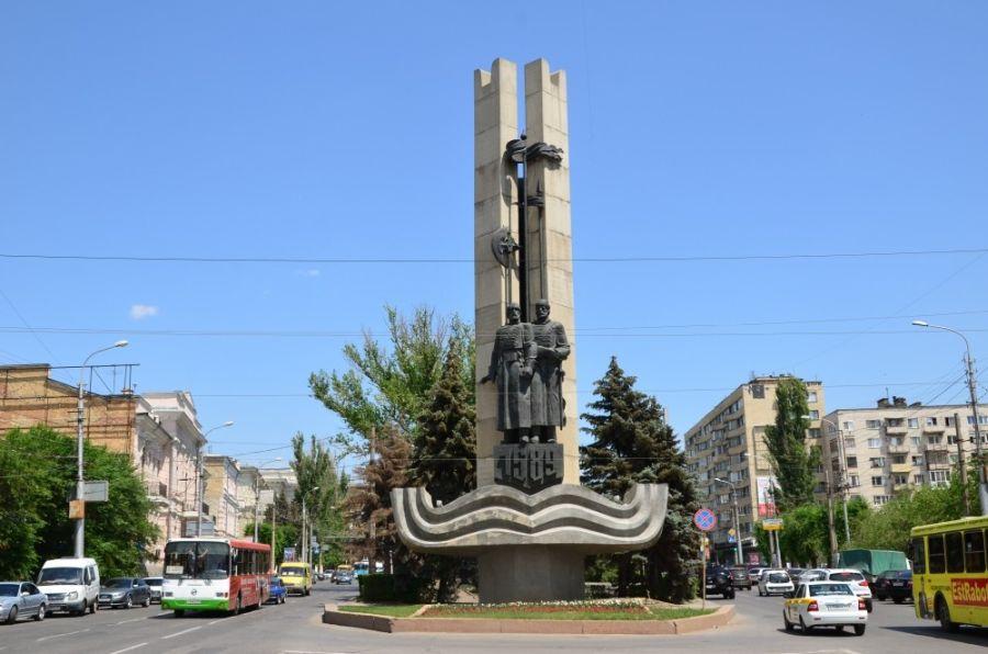 Памятник отцам-основателям города фото