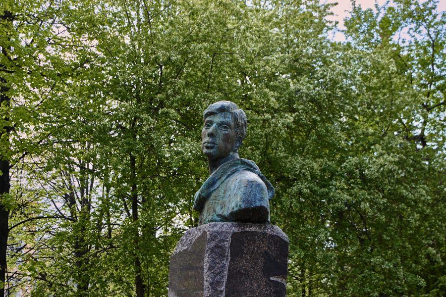 Памятник Пастернаку фото