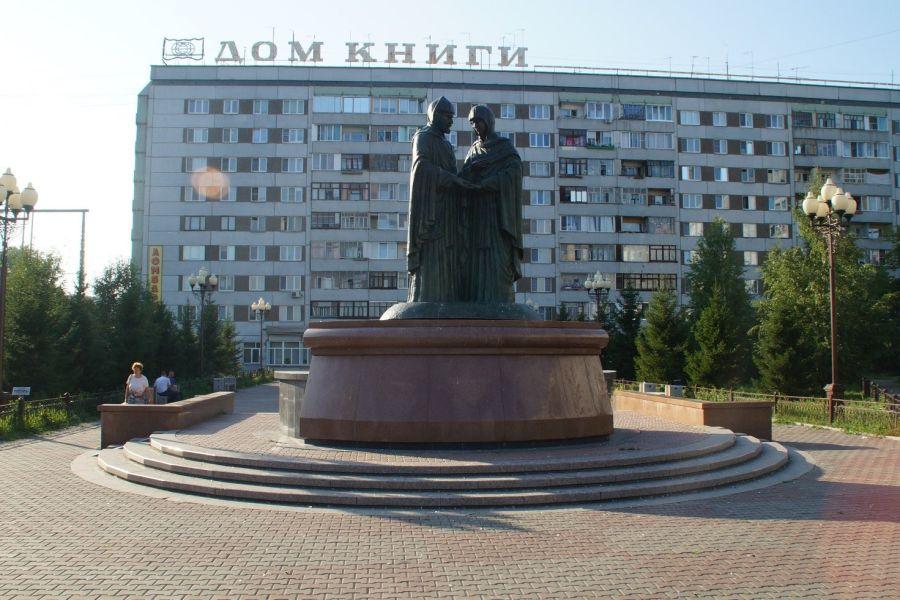 Памятник святым Петру и Февронии фото
