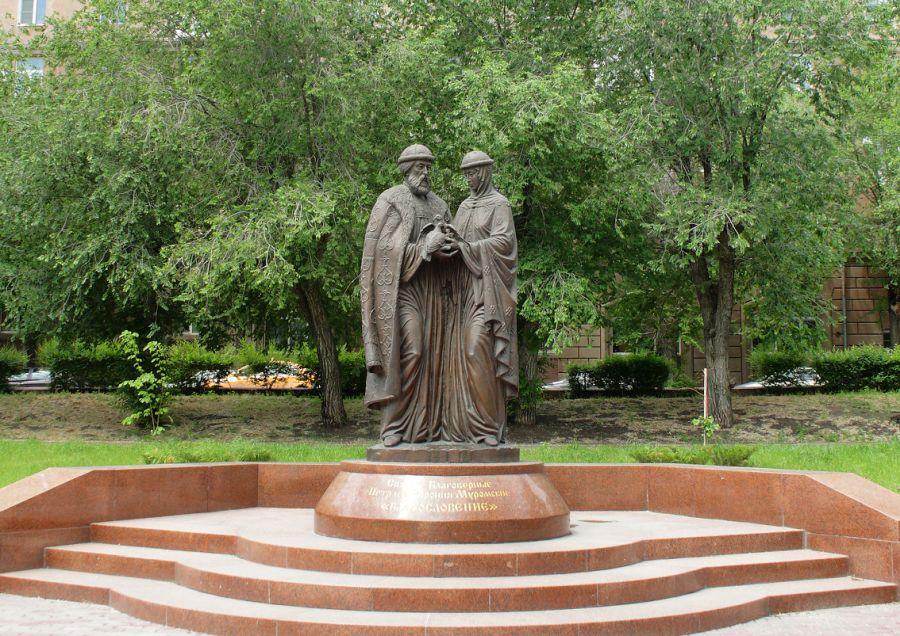 Памятник Петру и Февронии фото