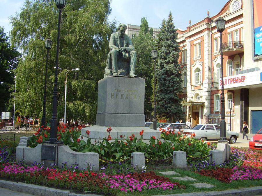 Памятник поэту И. С. Никитину фото