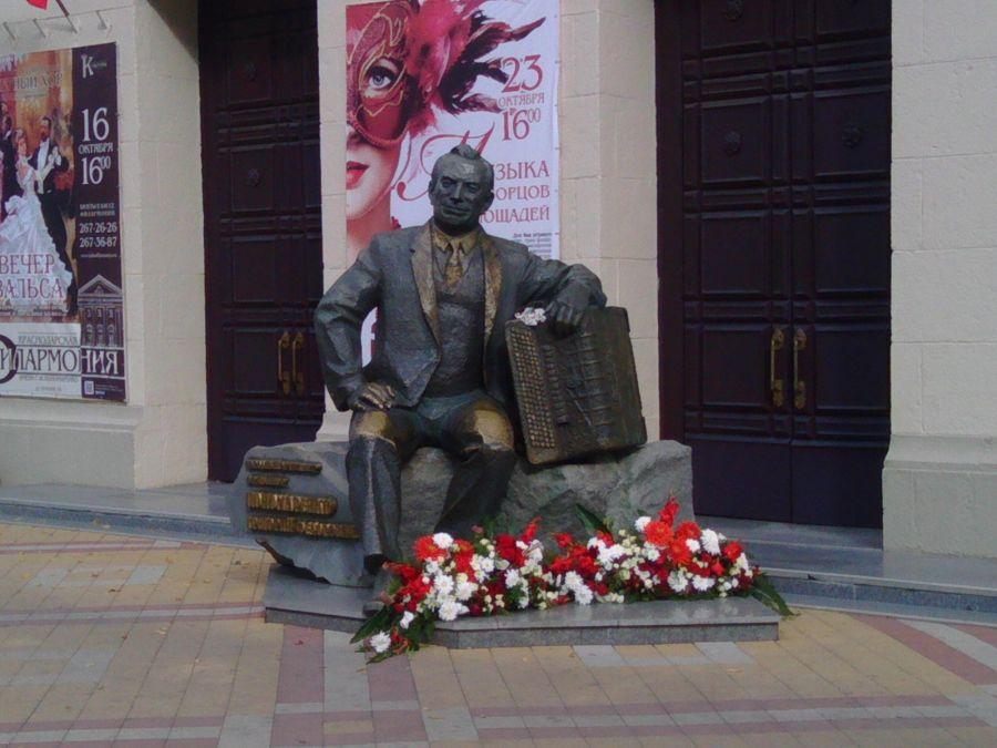 Памятник Г. Ф. Пономаренко фото