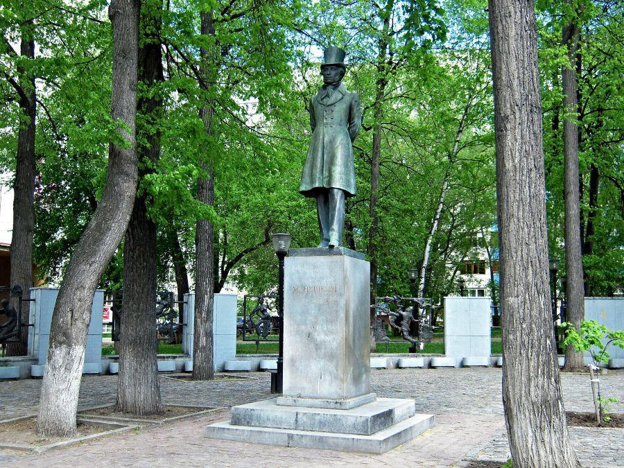 Памятник Пушкину фото