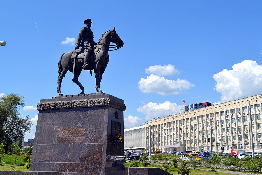 Памятник Константину Рокоссовскому фото