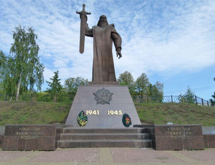 Памятник Седому Уралу фото