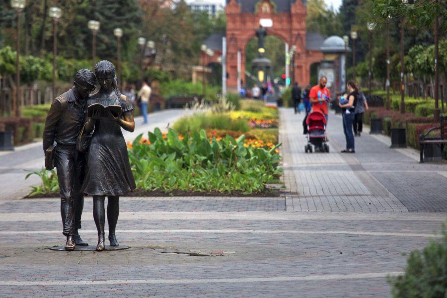 Памятник Шурику и Лидочке фото
