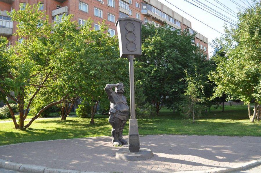 Памятник светофору фото