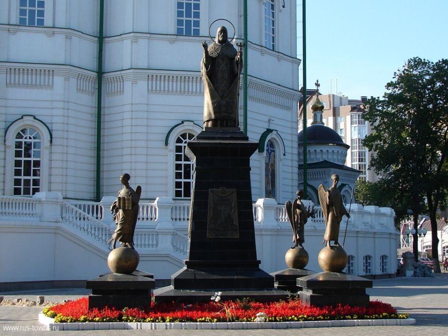 Памятник святителю Митрофану Воронежскому фото