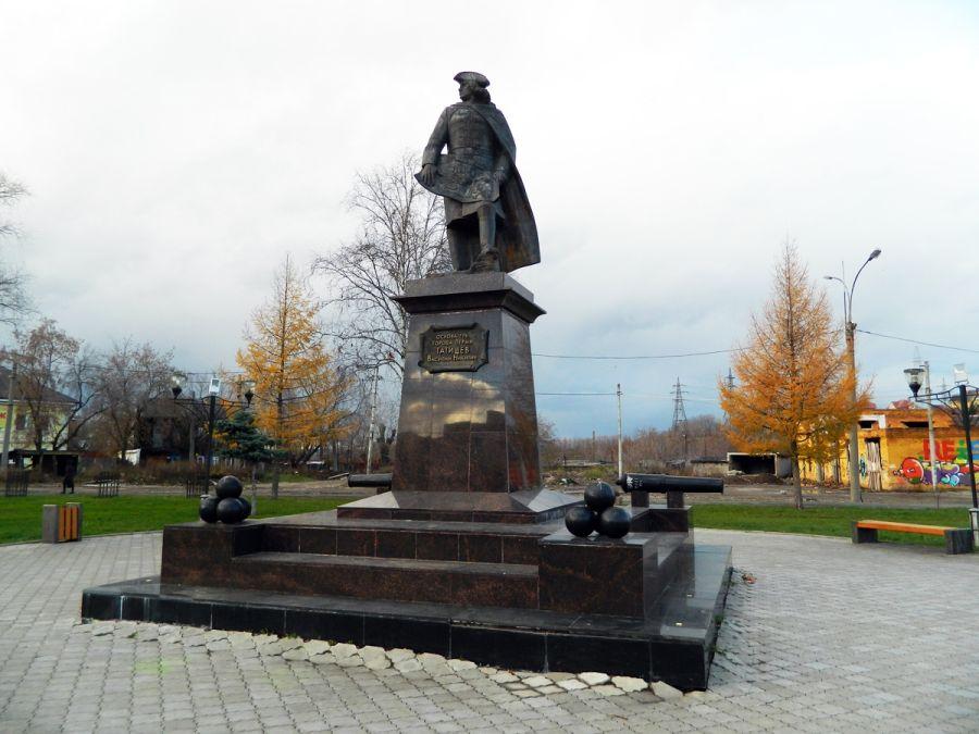 Памятник Татищеву фото