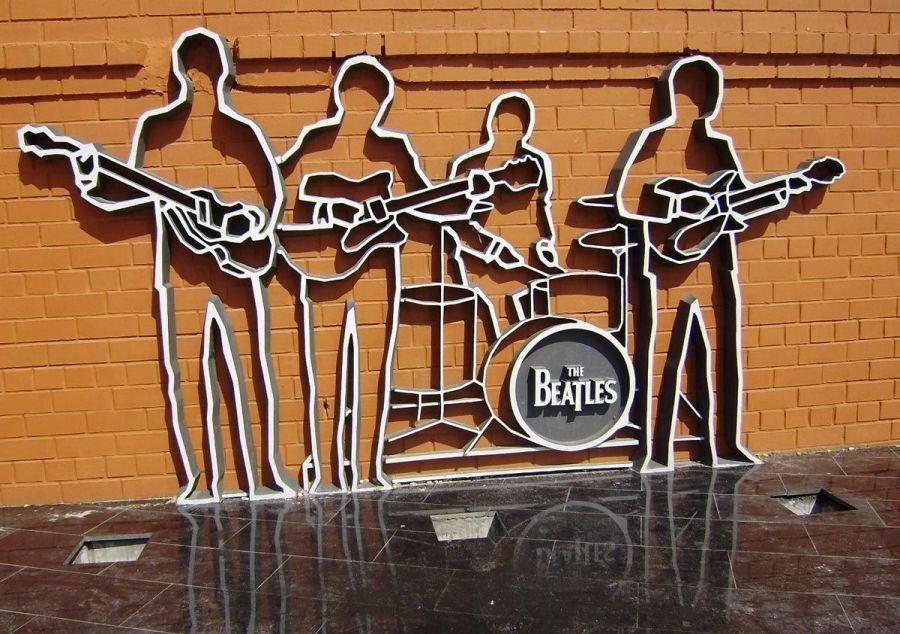 Памятник The Beatles фото