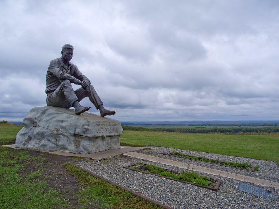 Памятник В.М. Шукшину на горе Пикет фото